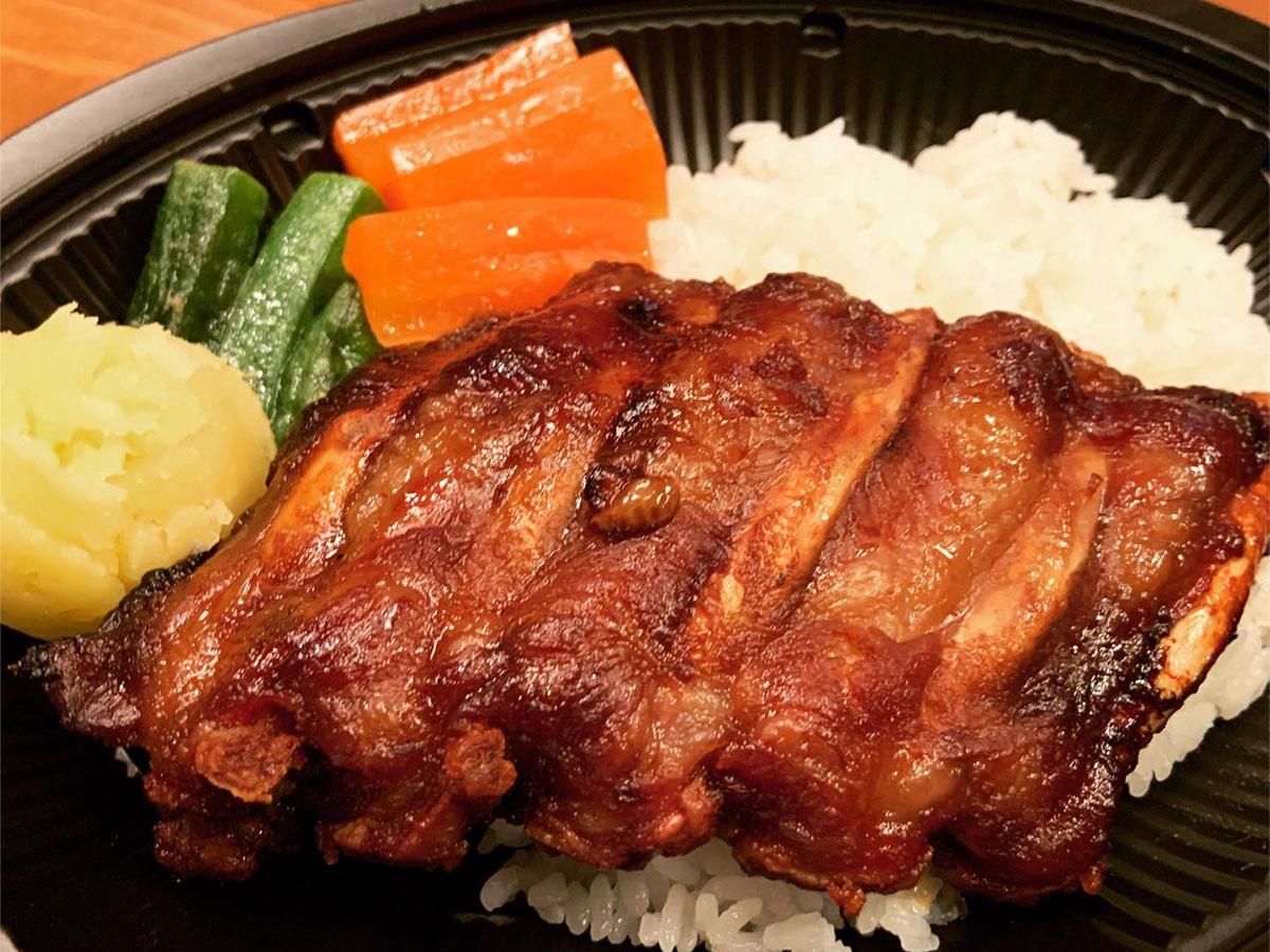 軽井沢で人気のテイクアウト料理、イベリコ豚のスペアリブ